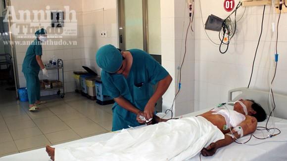 Cứu sống một bệnh nhân bị kim loại xuyên thủng tim, phổi ảnh 1