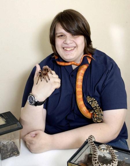 Cậu bé 16 tuổi sống cùng 300 con vật kỳ dị ảnh 1