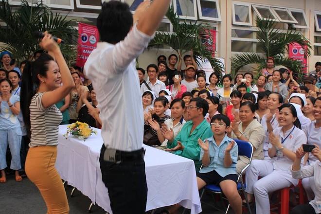 Dương Triệu Vũ - Thanh Thúy mang tiếng hát gửi tặng bệnh nhân nghèo ảnh 3