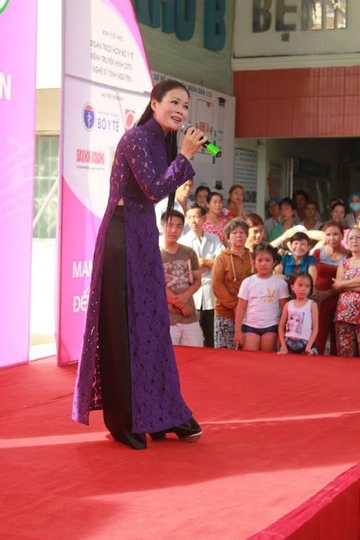 Dương Triệu Vũ - Thanh Thúy mang tiếng hát gửi tặng bệnh nhân nghèo ảnh 10