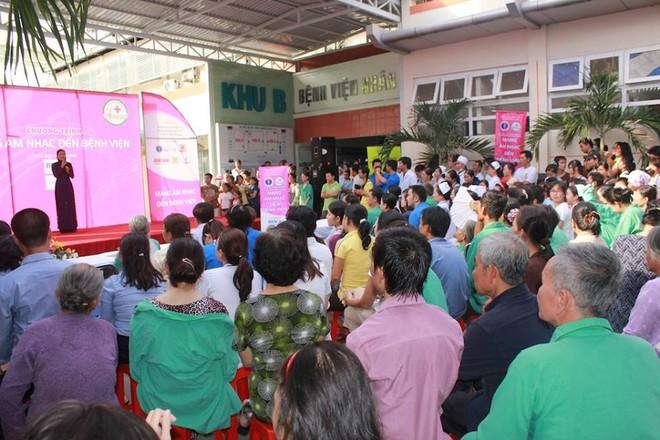 Dương Triệu Vũ - Thanh Thúy mang tiếng hát gửi tặng bệnh nhân nghèo ảnh 2