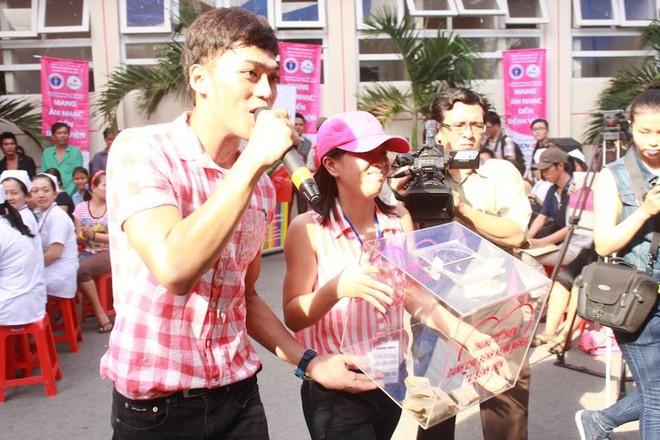 Dương Triệu Vũ - Thanh Thúy mang tiếng hát gửi tặng bệnh nhân nghèo ảnh 11
