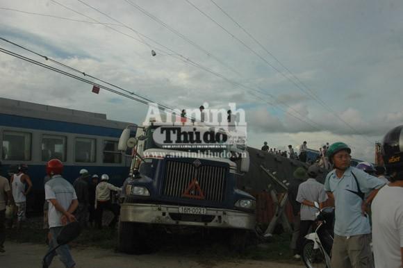 Container lao đầu vào tàu hỏa, hất tung 3 toa tàu khỏi đường ray ảnh 3