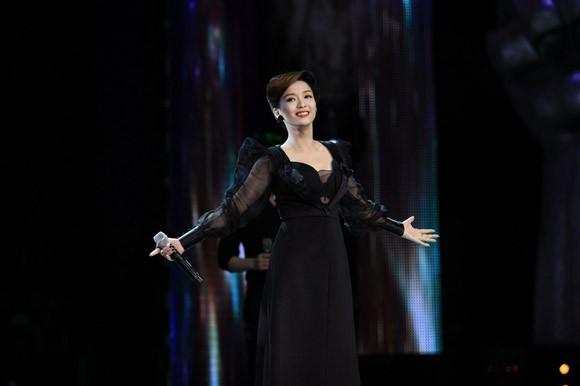 Đinh Hương xuất hiện lộng lẫy và bí ẩn trên sân khấu Giọng hát Việt ảnh 6