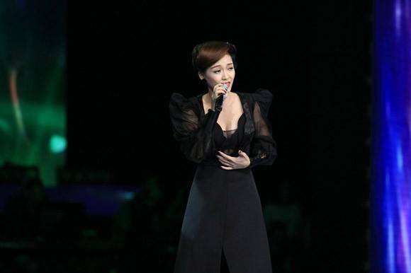 Đinh Hương xuất hiện lộng lẫy và bí ẩn trên sân khấu Giọng hát Việt ảnh 2
