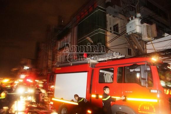 Nổ, cháy tại đại lý gas, hàng chục hộ dân hốt hoảng tháo chạy ảnh 3