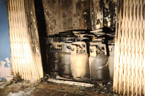 Nổ, cháy tại đại lý gas, hàng chục hộ dân hốt hoảng tháo chạy ảnh 2