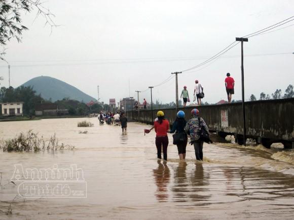 Nghệ An: 2.430 ngôi nhà chìm trong biển nước ảnh 2