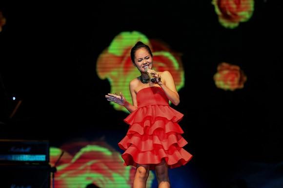 Mặc scandal, Đàm Vĩnh Hưng ẵm trọn Bài hát yêu thích tháng ảnh 5