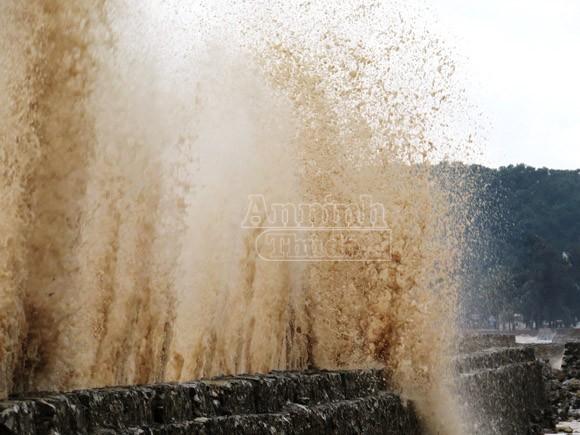 Bờ kè khu du lịch Đồ Sơn tan hoang sau bão ảnh 2