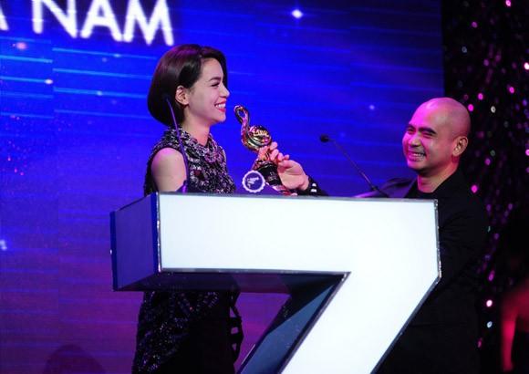 Phương Mỹ Chi bất ngờ lọt vào top 10 đề cử giải thưởng Nghệ sĩ của năm ảnh 2