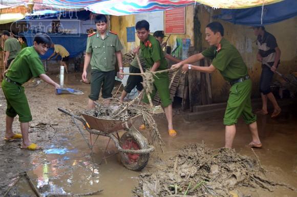 Quảng Ngãi: Hoang tàn sau mưa lũ ảnh 2