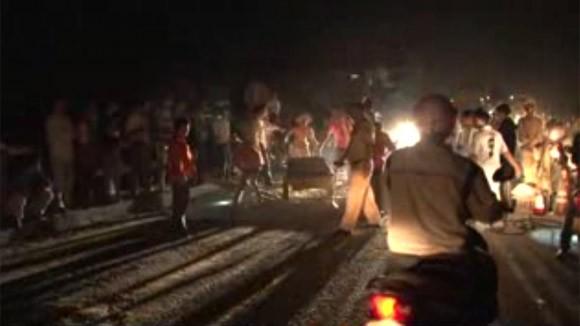 Sập mố cầu, hàng nghìn phương tiện giao thông bị ách tắc ảnh 2