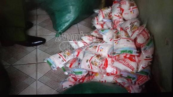 Phát hiện, thu giữ hàng ngàn gói bột canh i-ot, mì chính giả ảnh 3