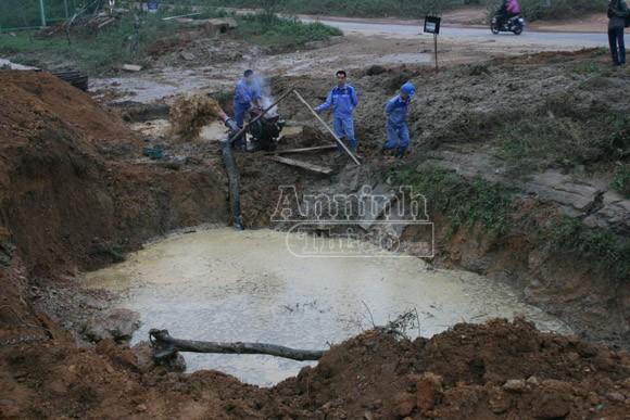 Đường ống dẫn nước sạch sông Đà lại vỡ, hơn 70.000 hộ dân mất nước ảnh 1