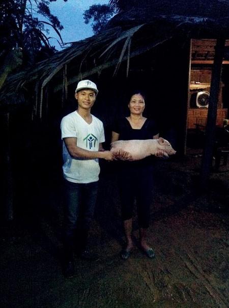 Hàng trăm con lợn, gà giống được trao tận tay người dân vùng lũ ảnh 2