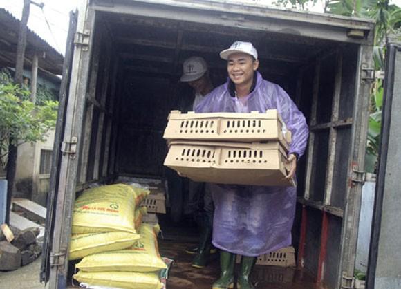 Hàng trăm con lợn, gà giống được trao tận tay người dân vùng lũ ảnh 4