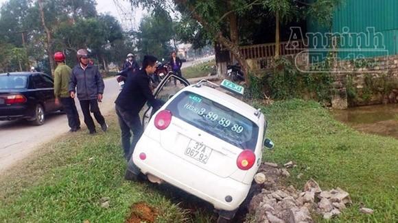 Tử vong sau cú va chạm mạnh với xe taxi ảnh 1
