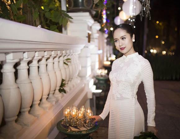 Thanh Thuý tinh khôi trong tà áo dài trắng ảnh 6