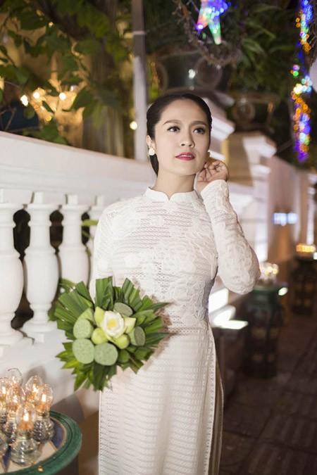 Thanh Thuý tinh khôi trong tà áo dài trắng ảnh 1