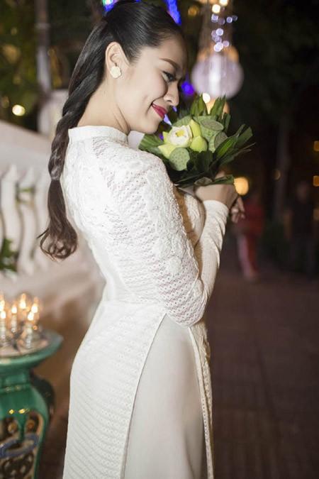 Thanh Thuý tinh khôi trong tà áo dài trắng ảnh 3