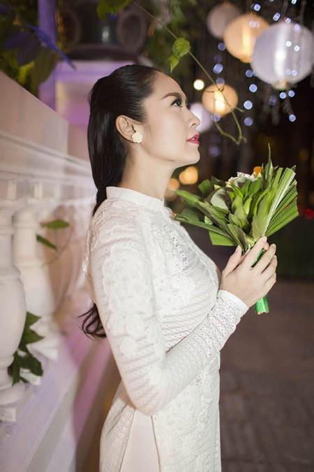 Thanh Thuý tinh khôi trong tà áo dài trắng ảnh 2