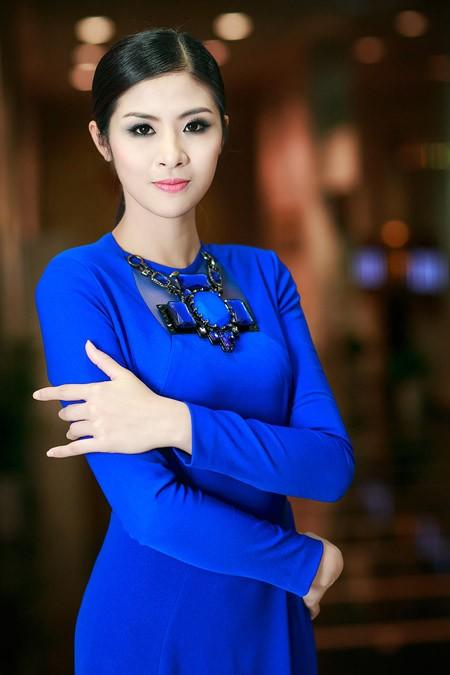 Hoa hậu Ngọc Hân nổi bật trong chiếc đầm xanh gợi cảm ảnh 1