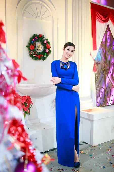 Hoa hậu Ngọc Hân nổi bật trong chiếc đầm xanh gợi cảm ảnh 3