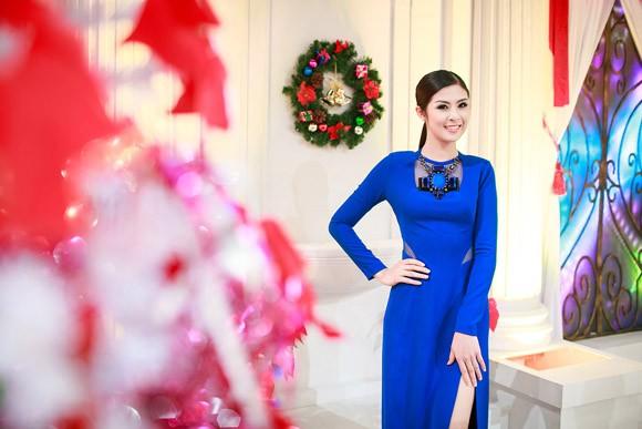 Hoa hậu Ngọc Hân nổi bật trong chiếc đầm xanh gợi cảm ảnh 5