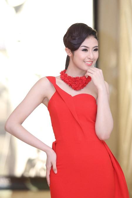 Ngọc Hân, Kim Dung kiêu sa trong sắc đỏ ảnh 2