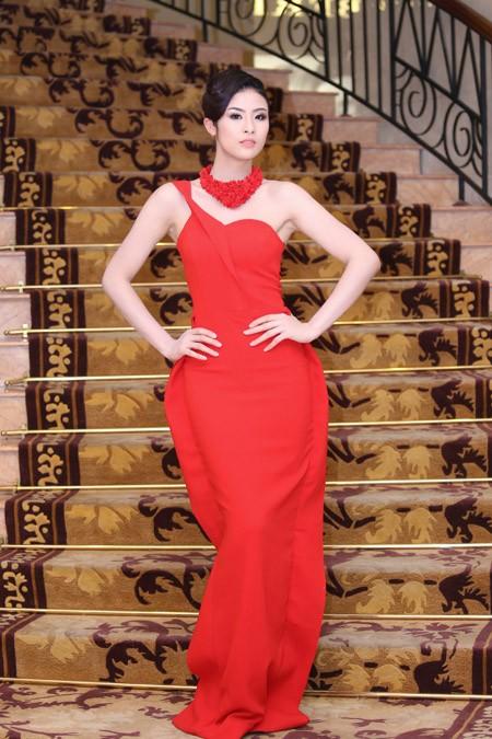 Ngọc Hân, Kim Dung kiêu sa trong sắc đỏ ảnh 3