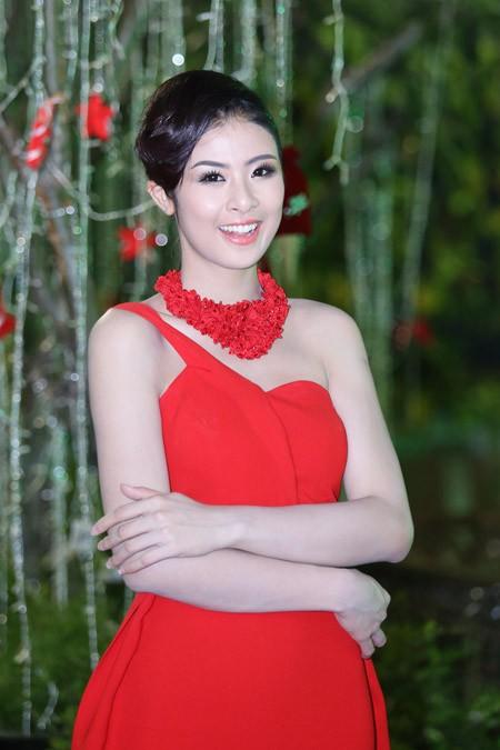 Ngọc Hân, Kim Dung kiêu sa trong sắc đỏ ảnh 5