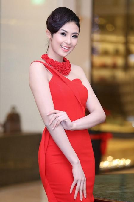 Ngọc Hân, Kim Dung kiêu sa trong sắc đỏ ảnh 4