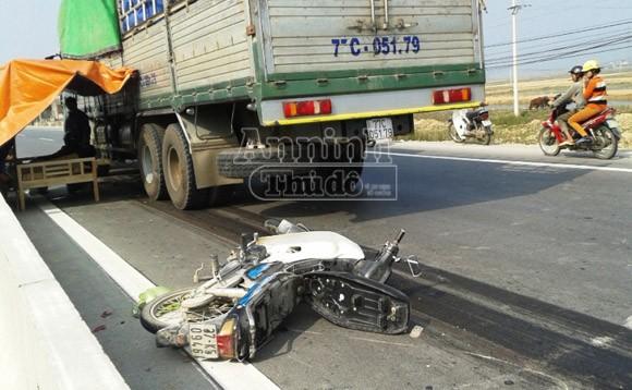 Bị xe tải kéo lê 10m, người đàn ông tử vong tại chỗ ảnh 1