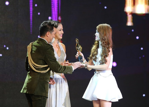 """Lệ Quyên vượt Mỹ Tâm, Hà Hồ giành giải """"Nghệ sĩ của năm"""" ảnh 4"""