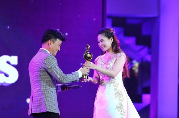 """Lệ Quyên vượt Mỹ Tâm, Hà Hồ giành giải """"Nghệ sĩ của năm"""" ảnh 5"""