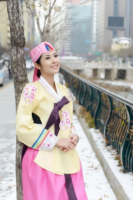 Hoa hậu Ngọc Hân hoá thân thành… công chúa Hàn Quốc ảnh 4