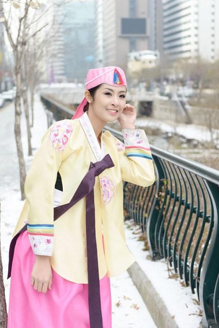 Hoa hậu Ngọc Hân hoá thân thành… công chúa Hàn Quốc ảnh 5
