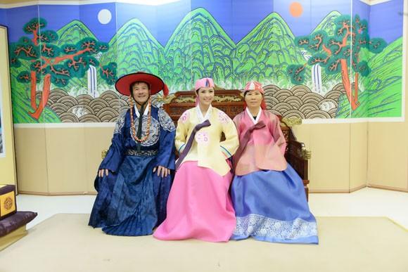 Hoa hậu Ngọc Hân hoá thân thành… công chúa Hàn Quốc ảnh 9