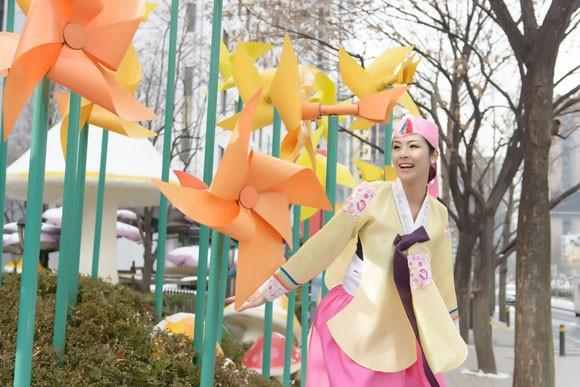 Hoa hậu Ngọc Hân hoá thân thành… công chúa Hàn Quốc ảnh 7