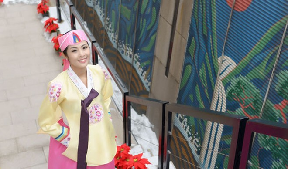 Hoa hậu Ngọc Hân hoá thân thành… công chúa Hàn Quốc ảnh 3