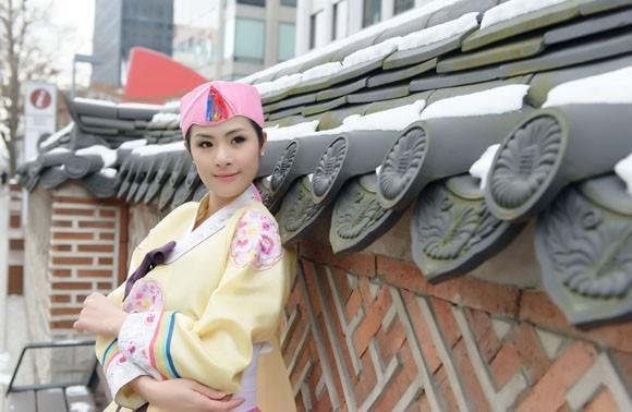 Hoa hậu Ngọc Hân hoá thân thành… công chúa Hàn Quốc ảnh 2