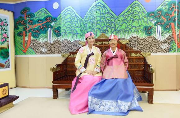 Hoa hậu Ngọc Hân hoá thân thành… công chúa Hàn Quốc ảnh 10