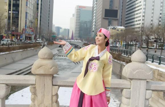 Hoa hậu Ngọc Hân hoá thân thành… công chúa Hàn Quốc ảnh 8