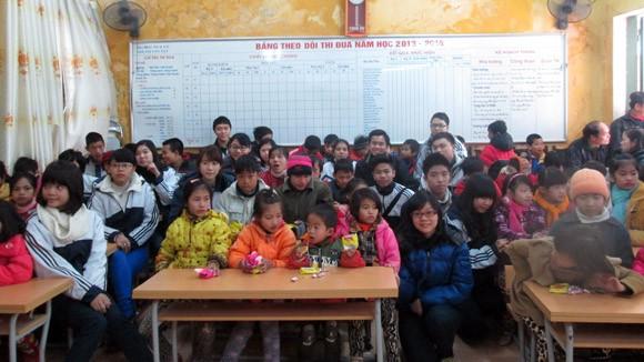 Cô trò trường THPT Việt Đức: Gieo yêu thương những ngày Tết đến ảnh 3