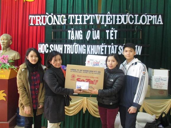 Cô trò trường THPT Việt Đức: Gieo yêu thương những ngày Tết đến ảnh 1