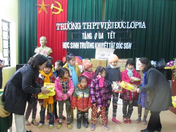 Cô trò trường THPT Việt Đức: Gieo yêu thương những ngày Tết đến ảnh 2