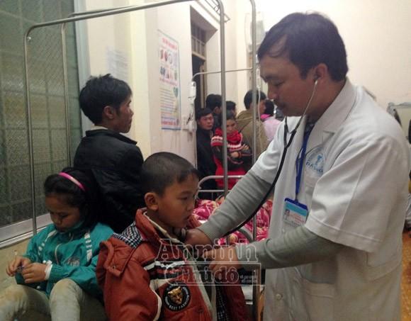 """Nổ đồ chơi """"lựu đạn mặt cười"""" xuất xứ Trung Quốc, 36 học sinh ngất xỉu ảnh 1"""