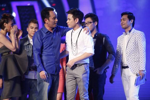Đông Hùng bất ngờ lọt top nguy hiểm, Anh Quân chia tay Vietnam Idol ảnh 10
