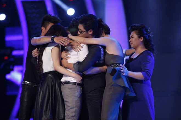 Đông Hùng bất ngờ lọt top nguy hiểm, Anh Quân chia tay Vietnam Idol ảnh 9